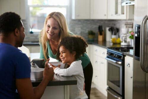 Ouders praten met hun kind