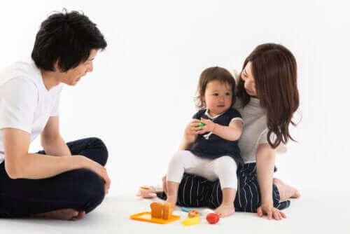 Ouders spelen met hun peuter