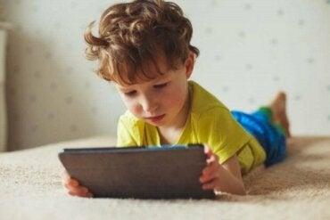 De negatieve effecten van schermtijd op kinderen