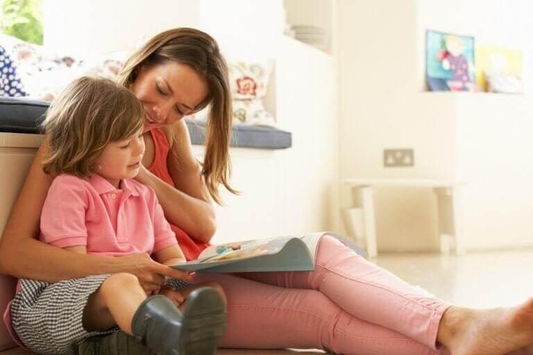 Moeder leest kind voor