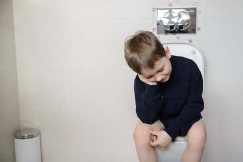 Kind op de wc