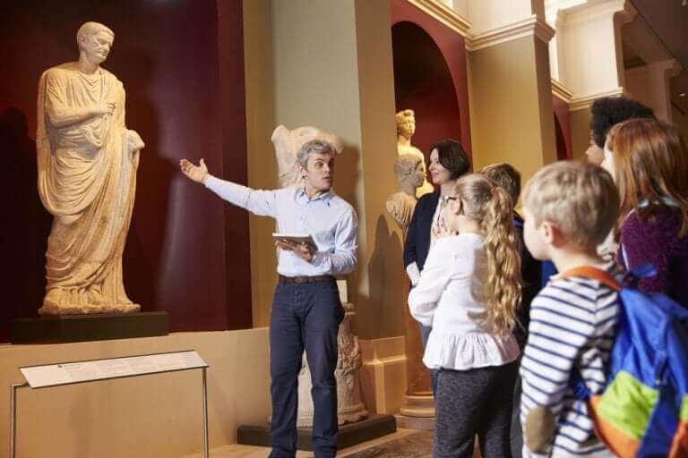 Schoolreisje naar een museum