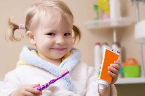 Kind en tandenpoetsen