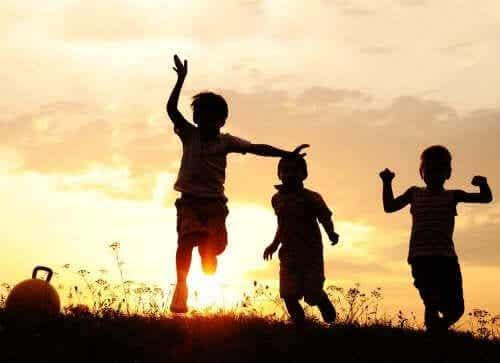 De vrijheid van kinderen, afhankelijk van hun leeftijd