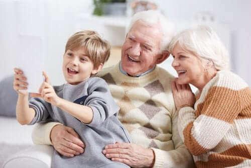 Kind met grootouders