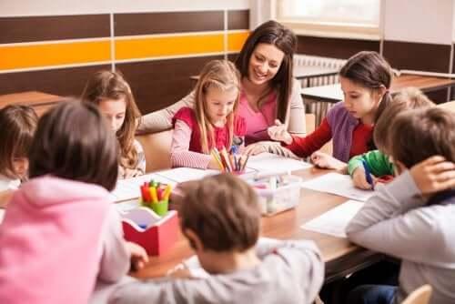 Leerlingen in een curriculum verrijkingsplek in de klas