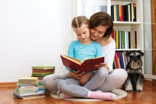 Moeder leest voor aan dochter