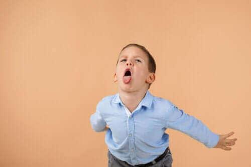 Effectief omgaan met kinderen die anderen beledigen
