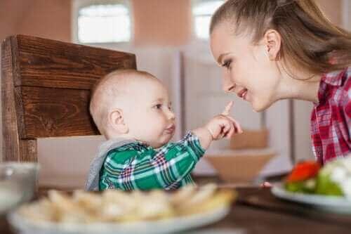 De reflexen van je pasgeboren baby