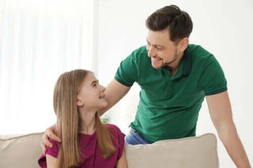 Vader en dochter aan het praten