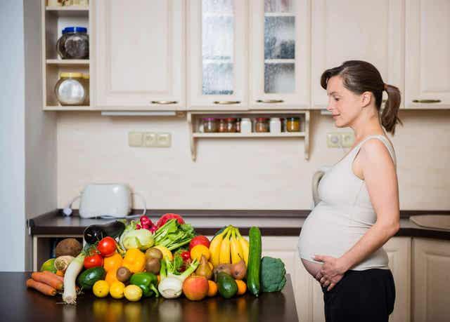 Eet groene bladgroenten tijdens de zwangerschap