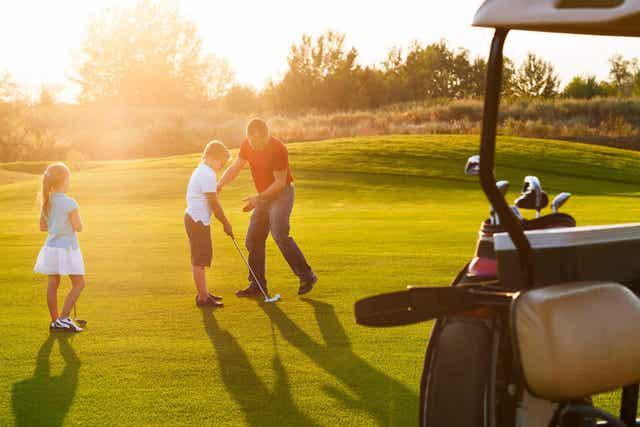 Golf is een rustige sport voor kinderen met astma