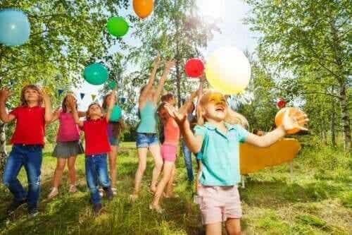 4 buitenspellen om kinderfeestjes uitbundiger te maken