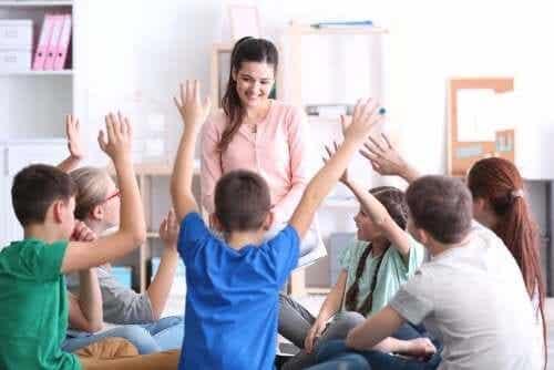 Kinderen die blij zijn in de klas en actief mee kunnen doen leren meer en beter