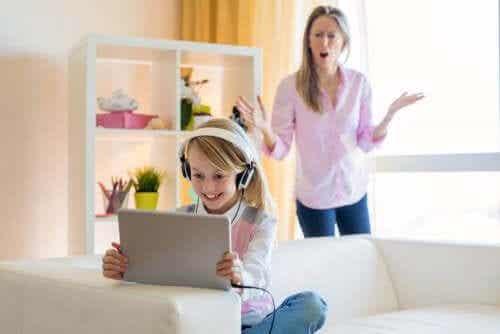 Hoe om te gaan met de YouTube-verslaving van je tiener
