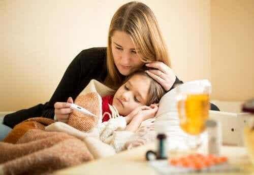 Een kind met koorts