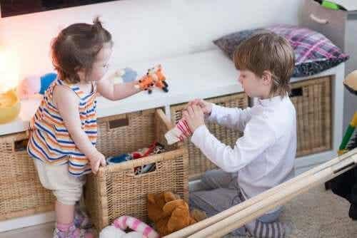 Kinderen leren om zelf op te ruimen