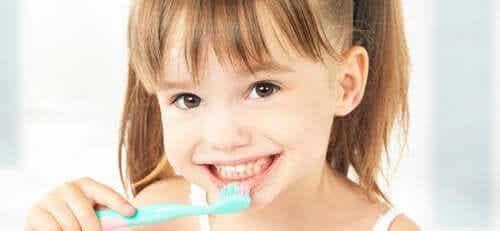 Shaping en chaining om vaardigheden te leren zoals tandenpoetsen