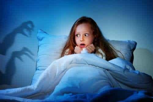 Meisje heeft nachtmerrie