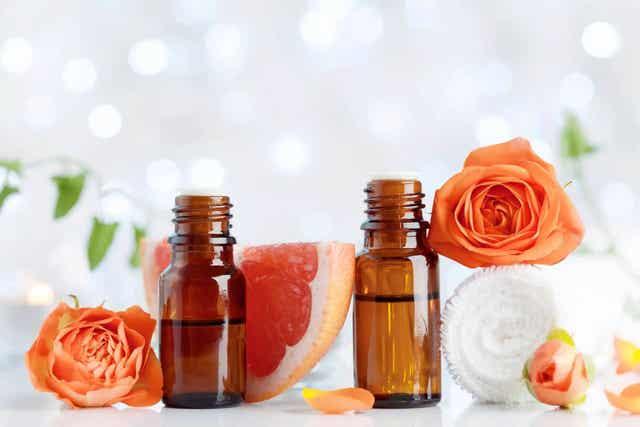 Het gebruik van etherische oliën in hun aromatische vorm biedt verlichting bij kinderen die nachtelijke symptomen van een verkoudheid hebben