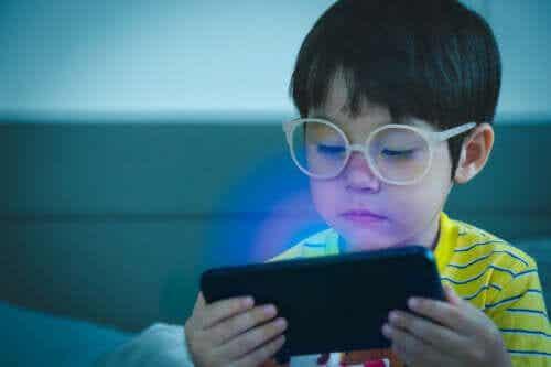 Mobiele telefoons zijn geen speelgoed voor kinderen