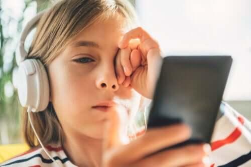 3 tips om digitale stress bij kinderen en tieners te beheersen