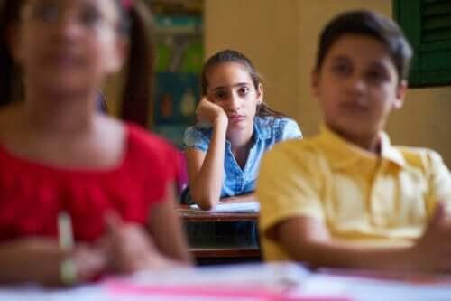 Mijn kind verveelt zich op school: wat kan ik doen?