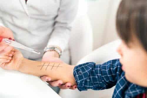 Allergietesten bij kinderen: wat houden ze in?