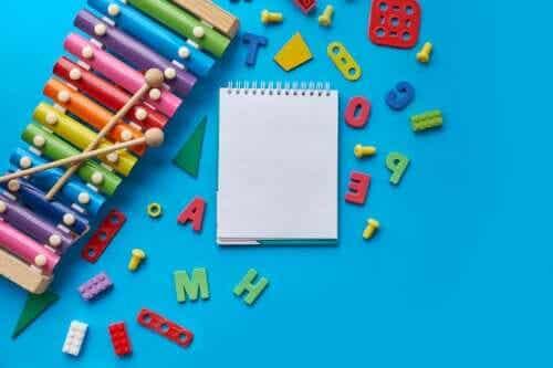 Knutselen voor kinderen om het alfabet te leren met plezier