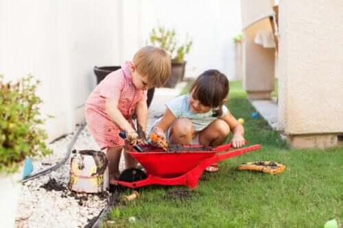 Vies worden tijdens het spelen en de ontwikkeling van kinderen