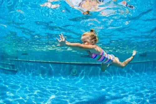 De beste sporten om voor de rug van je kind te zorgen