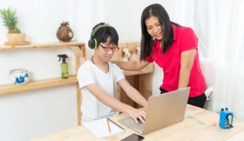 9 tips om kinderen te helpen leren typen