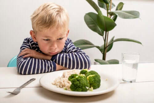 Het gebrek aan eetlust van een baby nadat ze een jaar oud zijn