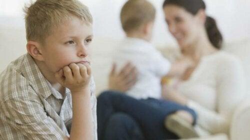 Opvoedfouten die jaloezie tussen broers en zussen veroorzaken