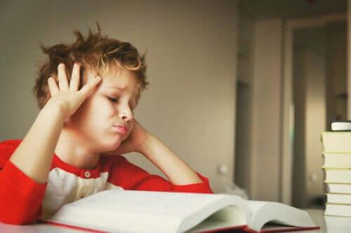 Hoe kinderen te motiveren die hun interesse in leren verliezen?