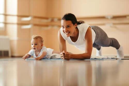 5 Oefeningen om zo snel mogelijk van de bevalling te herstellen