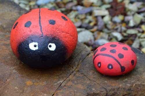 5 x knutselen met beschilderde stenen