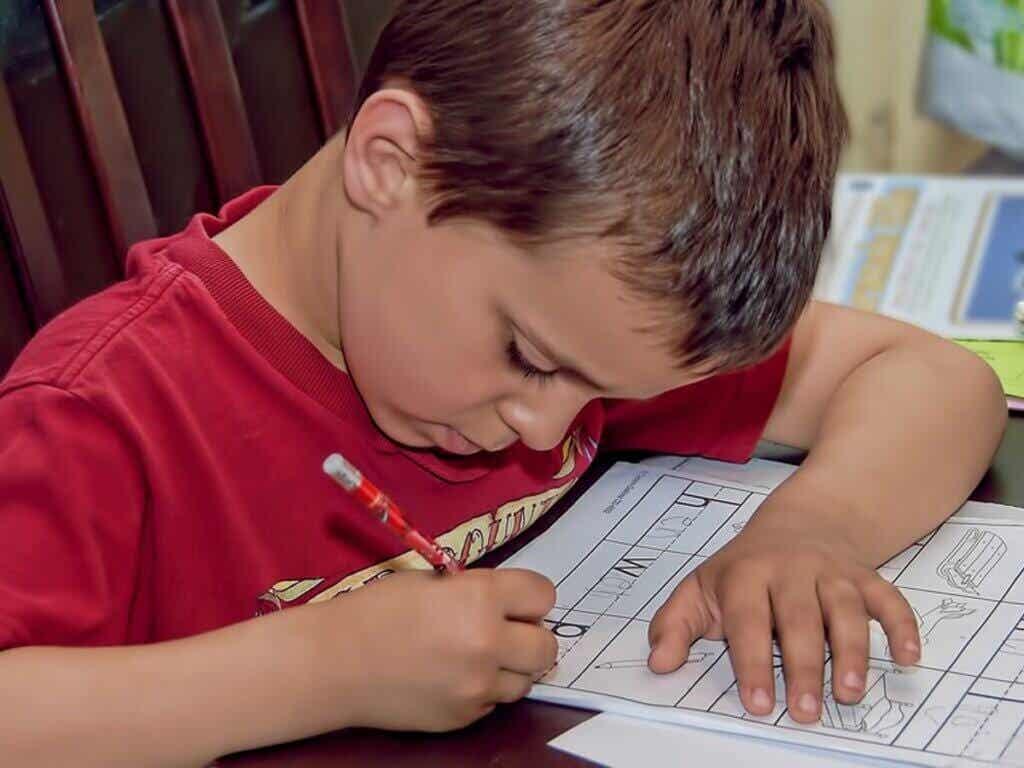 Hoe motiveer je je kinderen om hun huiswerk te maken?