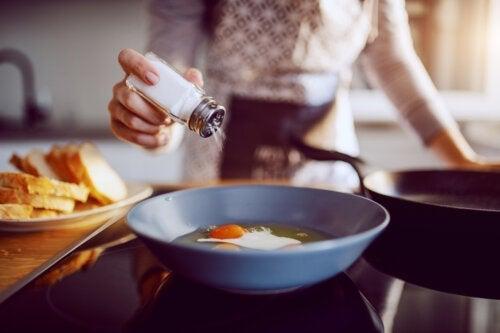 Moeten we zout toevoegen aan het eten van kinderen?