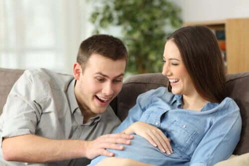 Ontdek waarom baby's bewegen in de baarmoeder