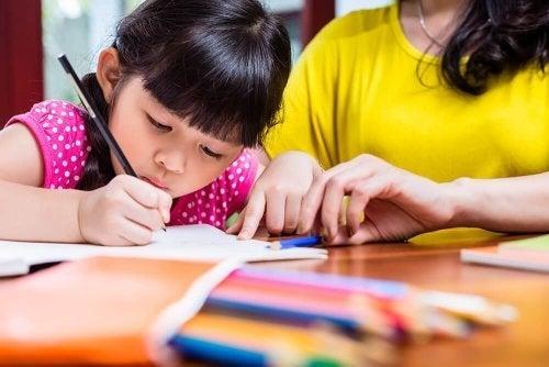 Ontdek 5 sleutels om het handschrift van je kind te verbeteren