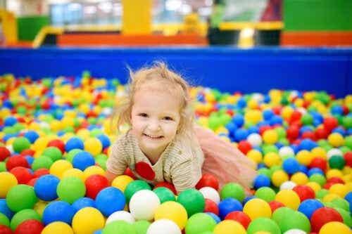 Ontdek 4 voordelen van ballenbakken voor kinderen